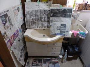 洗面台に養生をする