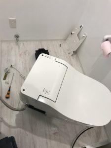 市原市R様宅トイレつまり作業中写真